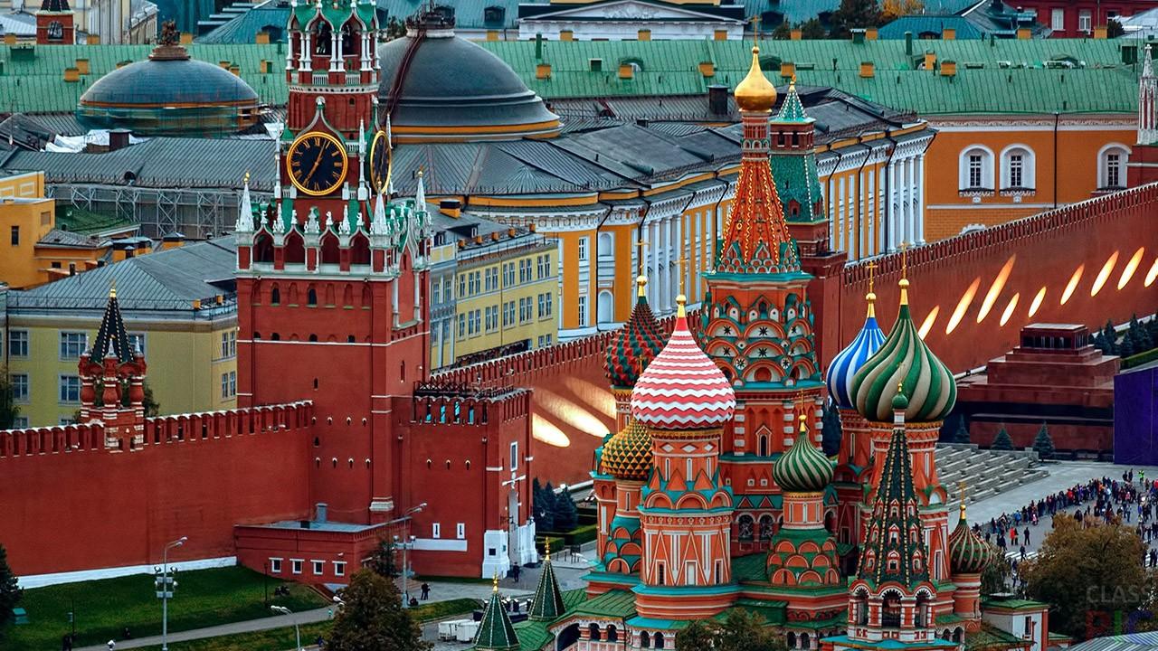 Вид на Московский Кремль и Храм Василия Блаженного.